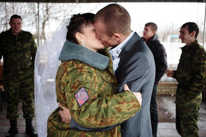 Свадьба ополченцев из подразделения «Викинги», Дениса (позывной «Лысый») и Ксении (позывной «Зима»)