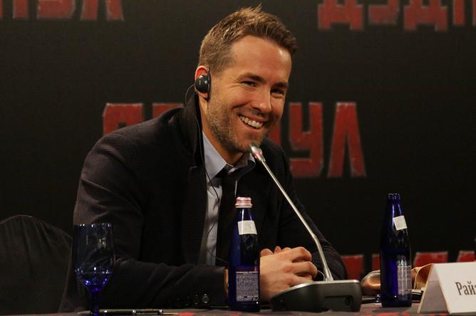 Райан Рейнольдс во время пресс-конференции в Москве