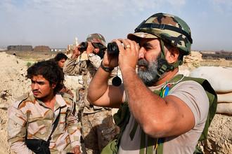 Генерал Исама Захреддин на передовых позициях на окраине Дейр-эз-Зора, апрель 2017 года