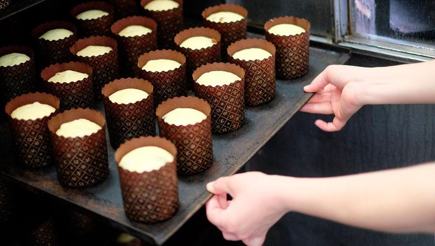 Производство куличей к празднику Пасхи на Пашковском хлебозаводе в Краснодаре