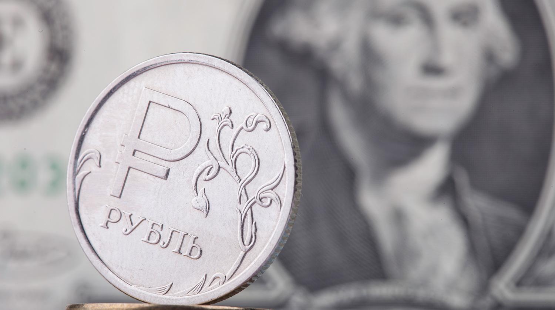 Рубль подрос к доллару и евро