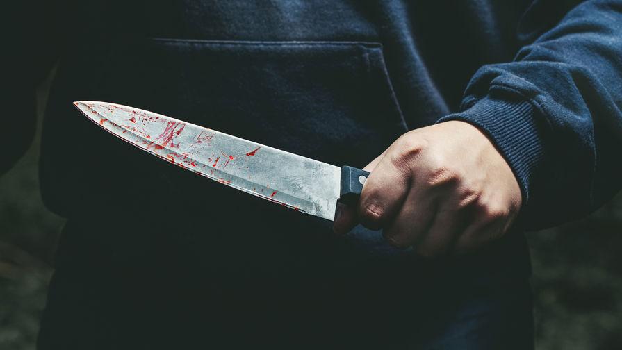 Полицейский получил ножевое ранение в метро Москвы