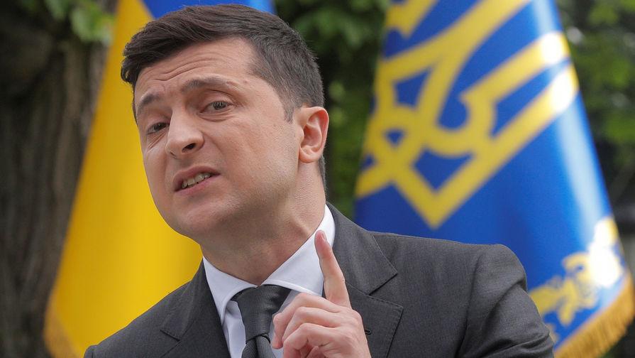 «Я и сам бы не поехал»: Зеленского не позвали на парад Победы