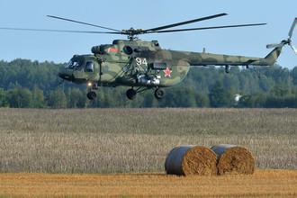 Вертолет Ми-8 ВВС Белоруссии во время подготовки к совместным стратегическим учениям вооруженных сил Белоруссии и России «Запад-2017» в Могилевской области Белоруссии