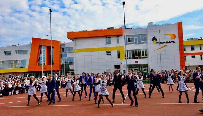 Путин передаст Сечину слова благодарности жителей Тулуна за новую школу