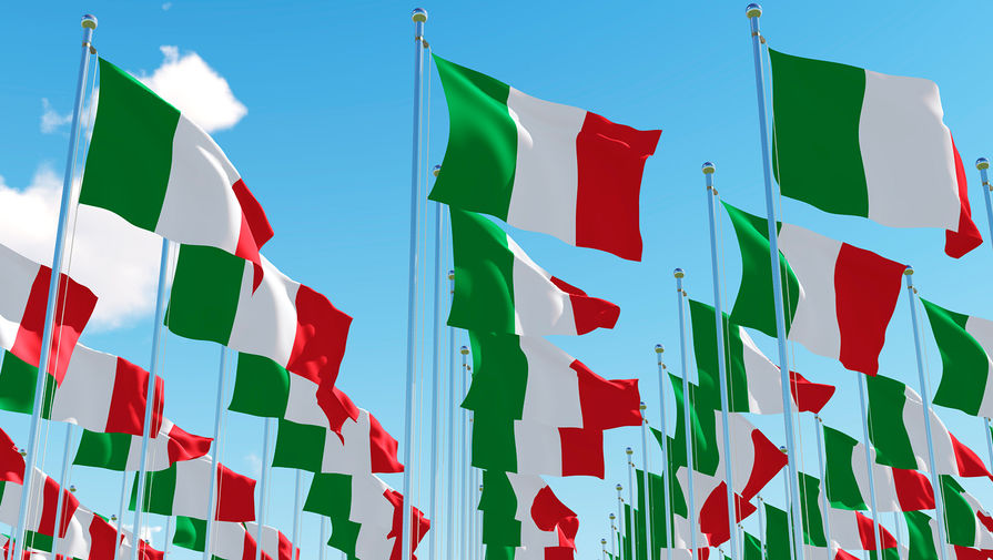 Выдворенные из Италии российские дипломаты вылетели в Москву