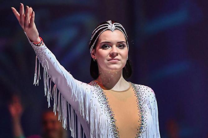 Аделина Сотникова выступает в ледовом шоу «Щелкунчик 2» в СК «Олимпийский» в Москве, 2017 год