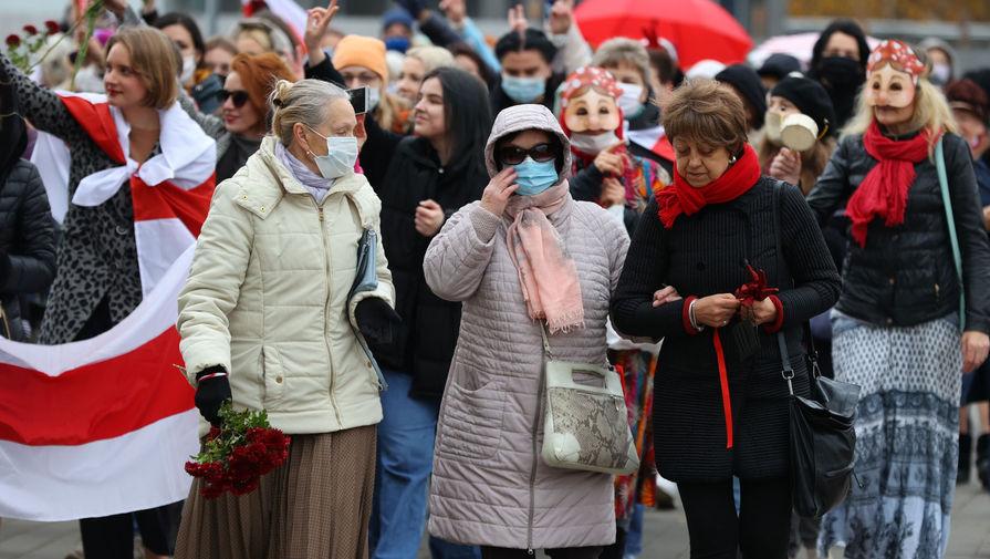 Дошло до задержаний: женщины провели марш в Минске