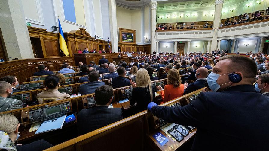 В Раде обвинили власти в краже Дня Победы