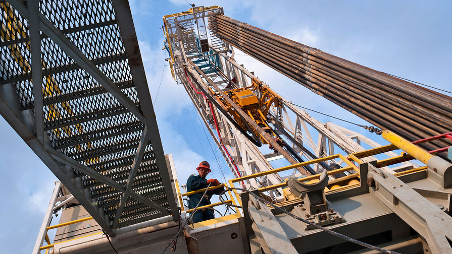 Цена нефти Brent превысила $62 за баррель впервые с января 2020 года