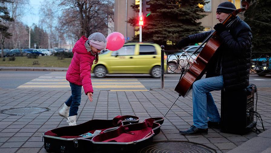 Уличный музыкант в центре города