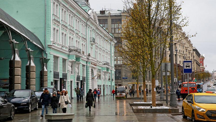 Липовая аллея, высаженная на Тверской улице в Москве