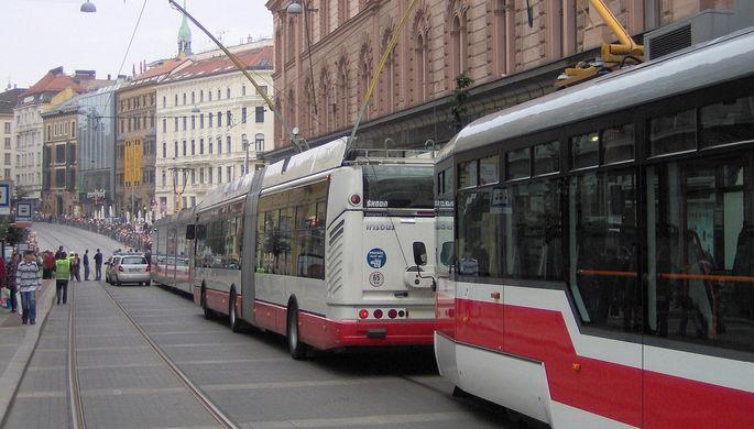 Троллейбус следует в составе колонны в честь 140-летия общественного транспорта в Брно, используя...