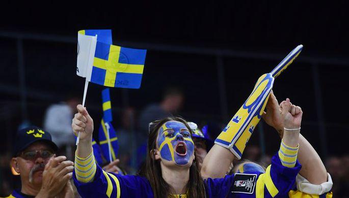 Болельщики сборной Швеции по хоккею.