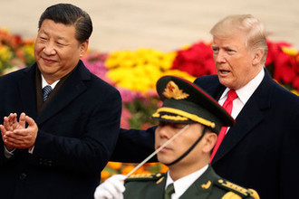 Председатель КНР Си Цзиньпин и президент США Дональд Трамп во время встречи в Пекине, ноябрь 2017 года