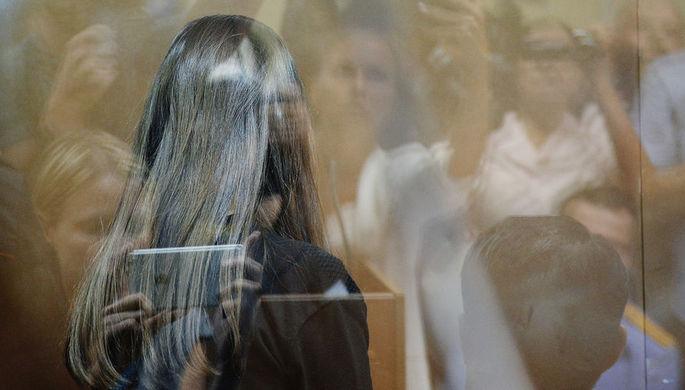 Одна из сестер Хачатурян в зале Останкинского суда Москвы во время избрания меры пресечения, 2...
