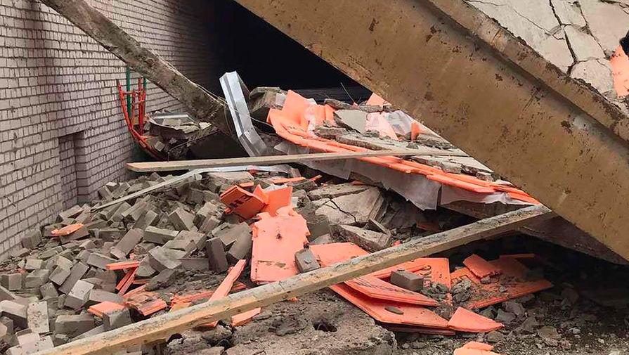 На месте обрушения перекрытия в строящемся здании в городе Зуевка Кировской области, 5 юля 2020 года