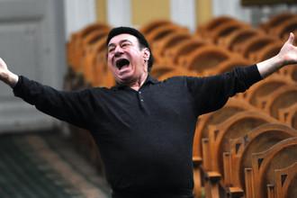 2010 год. Зураб Соткилава на репетиции оркестра «Виртуозы Москвы» и дирижера Саулюса Сондецкиса в Большом зале Московской консерватории