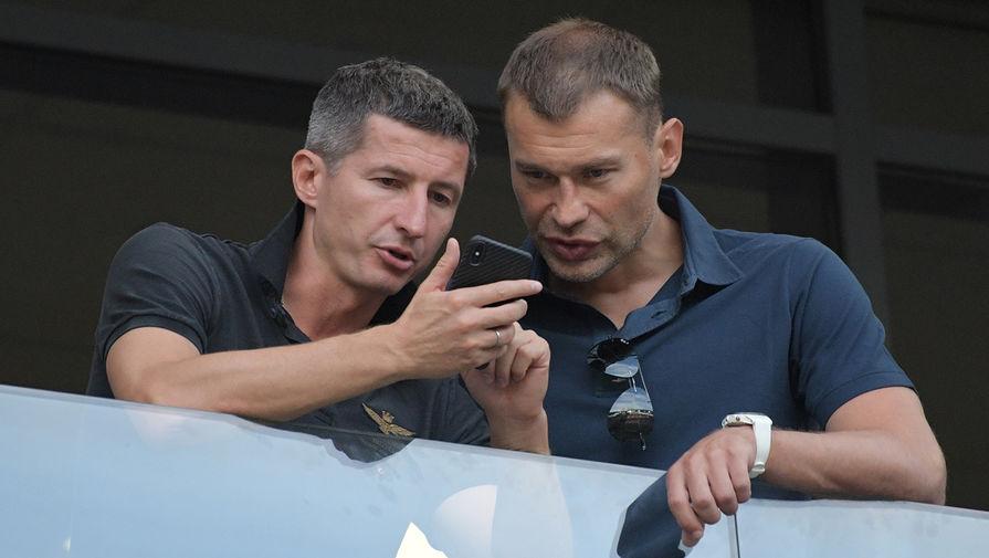 Футболисты Евгений Алдонин (слева) и Василий Березуцкий, 2018 год