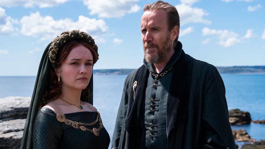 Оливия Кук и Рис Иванс в сериале «Дом дракона» (2022)