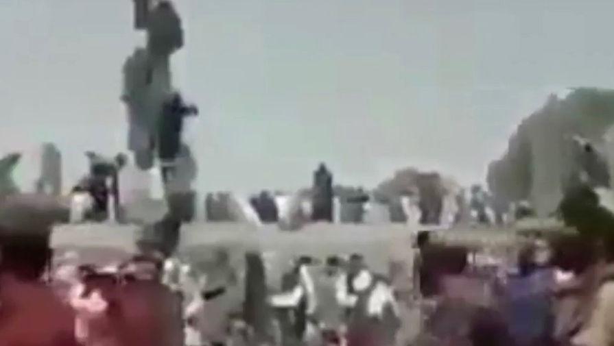 Очевидцы утверждают, что талибы казнили четверых командиров в Кандагаре