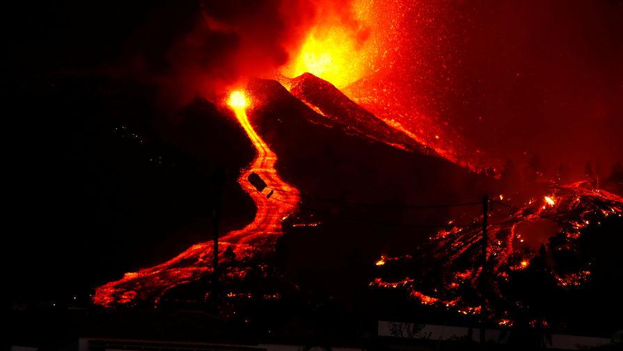 Достигшая океана лава на Канарах вызвала выбросы вредных газов, возможны взрывы