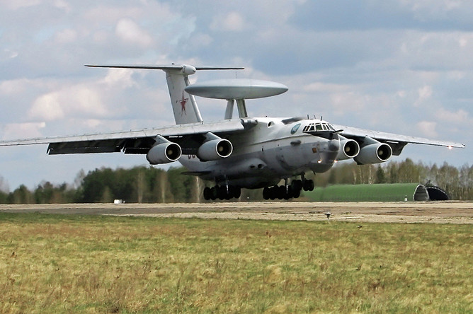Самолет дальнего радиолокационного обнаружения и управления А-50 на 61-й истребительной авиабазе ВВС и войск ПВО Белоруссии, 2007 год