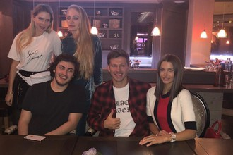 Футболист Федор Смолов на отдыхе со своей девушкой