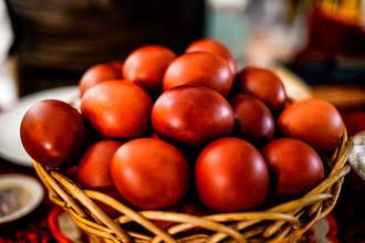 Пасхальные яйца в церковной лавке Варлаамо-Хутынского Спасо-Преображенского монастыря в Новгородском районе