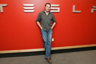 Илон Маск в головном офисе «Тесла», 2009 год