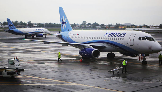 Самолеты Sukhoi Superjet 100 мексиканского перевозчика Interjet в аэропорту Мехико, 2015 год