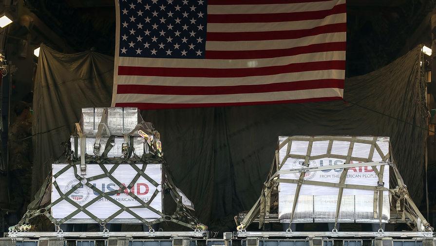Первая партия аппаратов ИВЛ, прибывшая на борту американского военного самолета С-17, в московском аэропорту Внуково-3, 21 мая 2020 года
