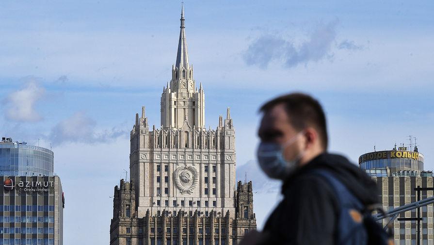 МИД РФ объяснил отсутствие российских флагов на переговорах в Ереване