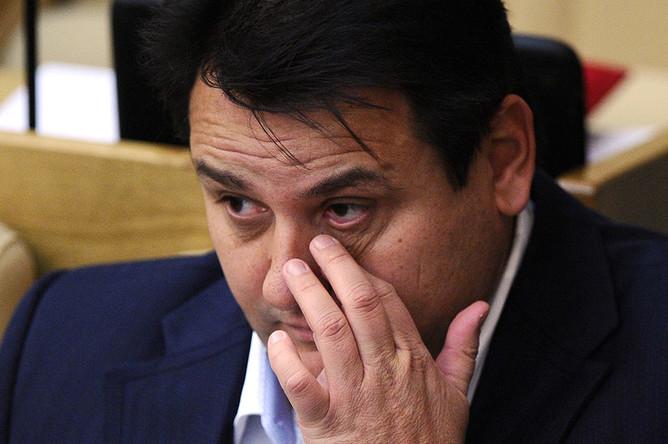 Государственная дума лишила неприкосновенности очередного оппозиционера, «эсера» Олега...