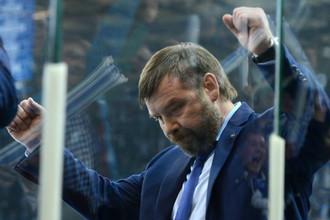 Олег Знарок празднует вторую победу в серии