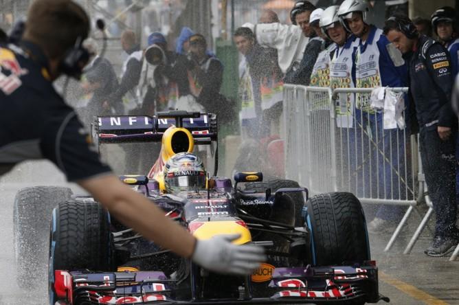 Себастьян Феттель выиграл квалификацию Гран-при Бразилии.