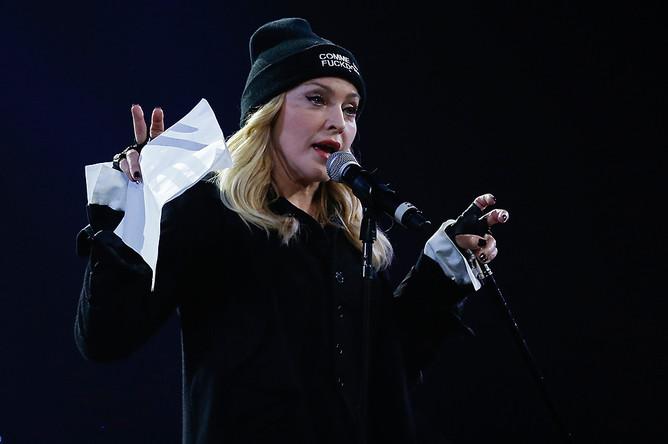 Мадонна приглашает на сцену Надежду Толоконникову и Марию Алехину в нью-йоркском Barclays Center