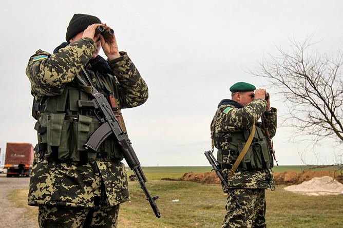Украинские пограничники на контрольно-пропускном пункте в Херсонской области