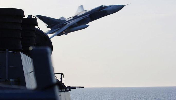Российский бомбардировшик Су-24 испугал испанский авианосец на учениях НАТО