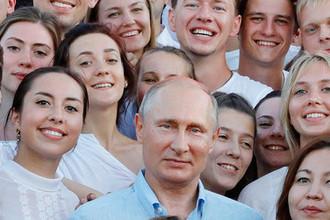 Президент России Владимир Путин во время посещения форума «Таврида» на Бакальской косе в Крыму, август 2017 года