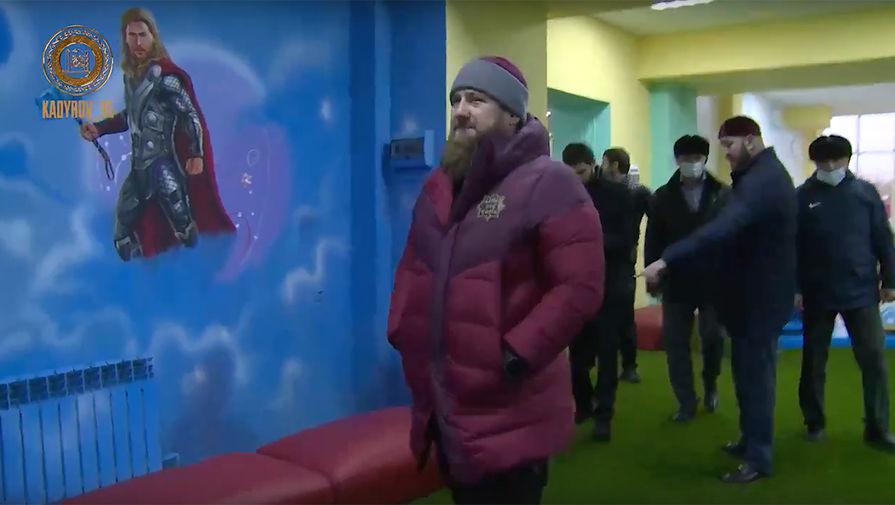 Изображения на стене детского игрового центра в Курчалое 17 ноября