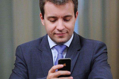 Николай Никифоров считает, что роуминг внутри России надо отменить в ближайшие два года