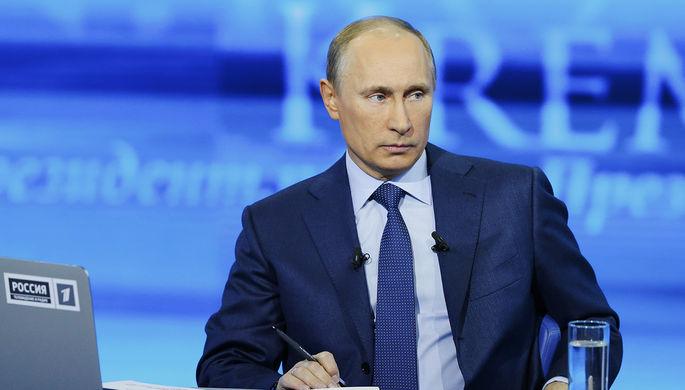 Президент РФ Владимир Путин во время «Прямой линии»