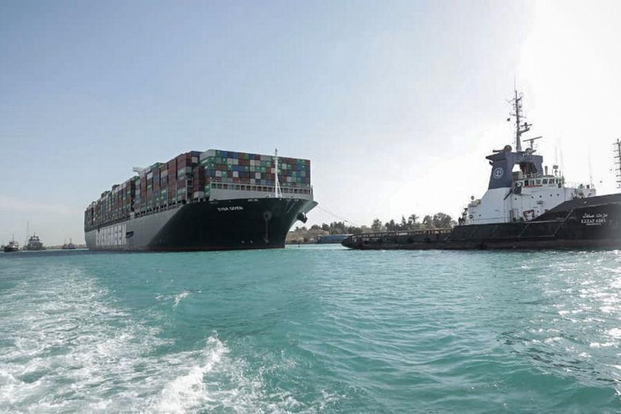 Суэцкий канал вновь заблокирован кораблем