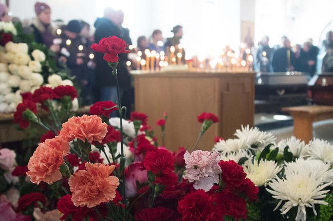 Во время отпевания детей, погибших при пожаре в торговом центре «Зимняя вишня», в храме Святой Троицы