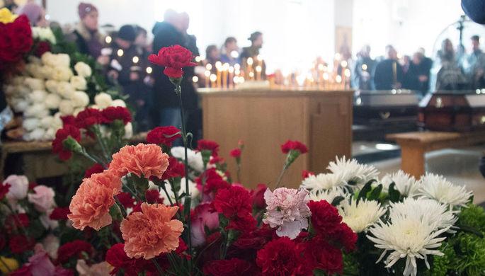 Во время отпевания детей, погибших при пожаре в торговом центре «Зимняя вишня», в храме...