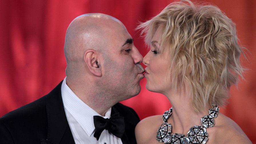 Иосиф Пригожин и Валерия во время концерта «Песня года 2010»