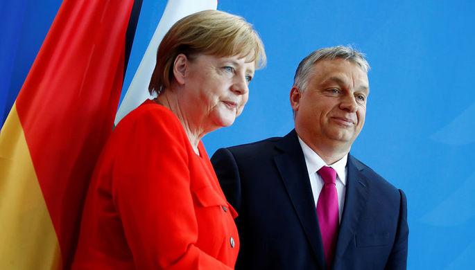 Канцлер ФРГ Ангела Меркель и премьер-министр Венгрии Виктор Орбан во время пресс-конференции в Берлине, 5 июля 2018 года