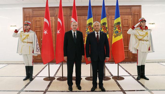 Президент Турции Реджеп Тайип Эрдоган и президент Молдавии Игорь Додон во время встречи в Кишиневе, 17 октября 2018 года