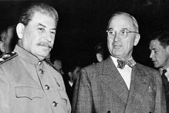 Иосиф Сталин и Гарри Трумэн во время Потсдамской конференции, июль 1945 года